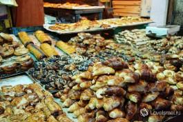 Рынок Маханэ Йеуда в Иерусалиме - это невероятно вкусная местная выпечка! Фото - Игорь Гершензон.