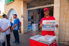В городе Цфат любять читать газеты.