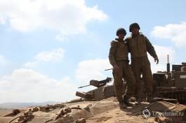 Танкисты Армии Обороны Израиля на боевых учениях на Голанских высотах. Боевое братство с улыбкой )