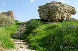 Развалины старинной крепости в Ашдоде... юном промышленном городе с богатым прошлым.