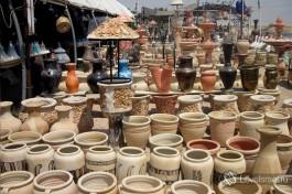 По дороге из Иерусалима на Мертвое море зачастую можно увидеть арабские лавки, торгующие глиняными изделиями, в которых можно посадить цветочки )