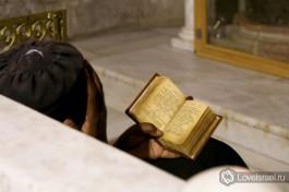 Эфиопские монахи отличаются своей набожностью.