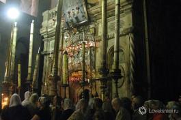 Паломники у входа в Кувуклию. Храм Гроба Господня