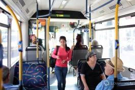 Внутри тель-авивского автобуса. Чисто, уютно и, что самое главное, кондиционер! Или по-нашему: