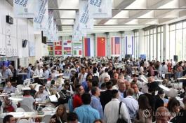 Зал торгов алмазной биржи. Израильтяне, европейцы, азиаты и многие другие. Ведется бизнес :)