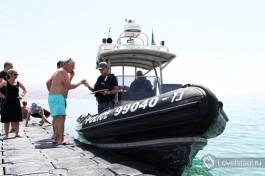 Израильская полиция. Иногда посещает пасторальный эйлатский берег )