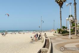 Набережная Тель-Авива, идет вдоль берега... Масса кафешек, иногда играют уличные музыканты.