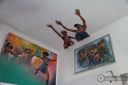 И не только стены... потолок - тоже пространство для творчества :)