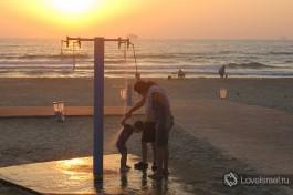 На пляжах Израиля всегда есть души с пресной водой