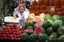 Рынок Кармель в Тель-Авиве. Цены на фрукты-овощи сезонные.
