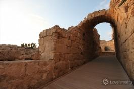 Ирод назвал город Кейсарией в честь римского императора (кесаря) Августа.