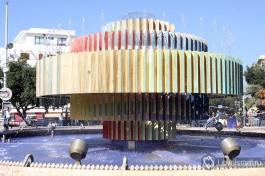 Цветной фантан на площади Дизенгоф. Покормите голубей :)
