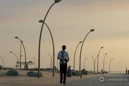 Посмотрите Тель-Авивский порт. Вечером там гуляет много пар. Романтика.