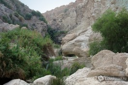 Подъем к водопадам по ущелью.