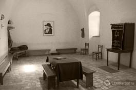 Тюремная синагога узников подполья.