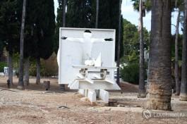 Скульптура, посвященная израильской науке. Достопримечательности Хайфы.