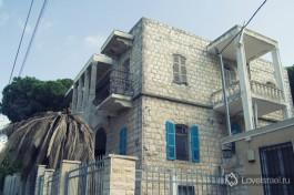 Старинный красивейший дом арабской постройки на вершине горы Кармель.Достопримечательности Хайфы.
