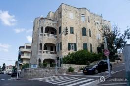 Один из старых домов в нижнем городе в Хайфе, арабская постройка.Достопримечательности Хайфы.