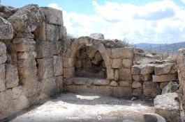 Византийская церковь в Шхеме. В стене также использованы более древние архитектурные элементы.