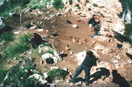 Археологические раскопки в Израиле. Гора Камель, 2001-й год.