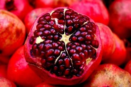 Рош ха-Шана: еврейский новый год. Гранат. Его принято есть на Рош-а-Шана, чтобы преумножился народ Израиля, как семена граната!